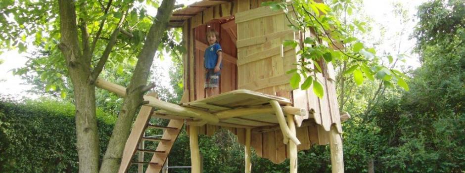 Baumhaus -Spielhaus für Knder für den Garten aus Dresden