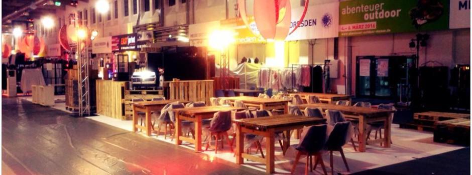 Altholz gerüstbohle tische und bänke - room&style Dresden Catering Bereich staged
